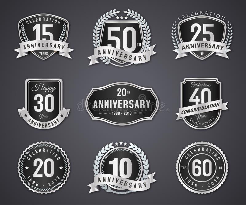 Metta il distintivo e l'etichetta d'argento dell'anniversario illustrazione di stock