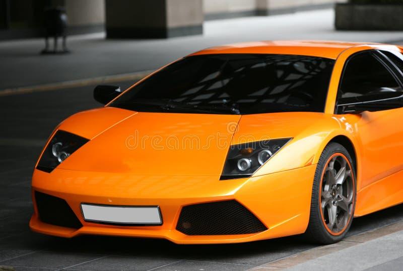 Mette in mostra l'automobile arancione immagine stock