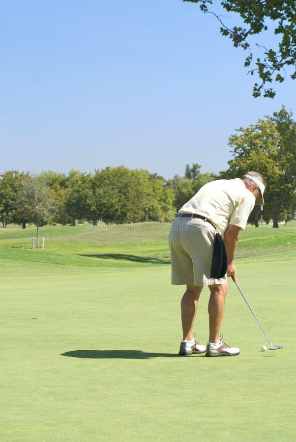 mettere del giocatore di golf immagini stock