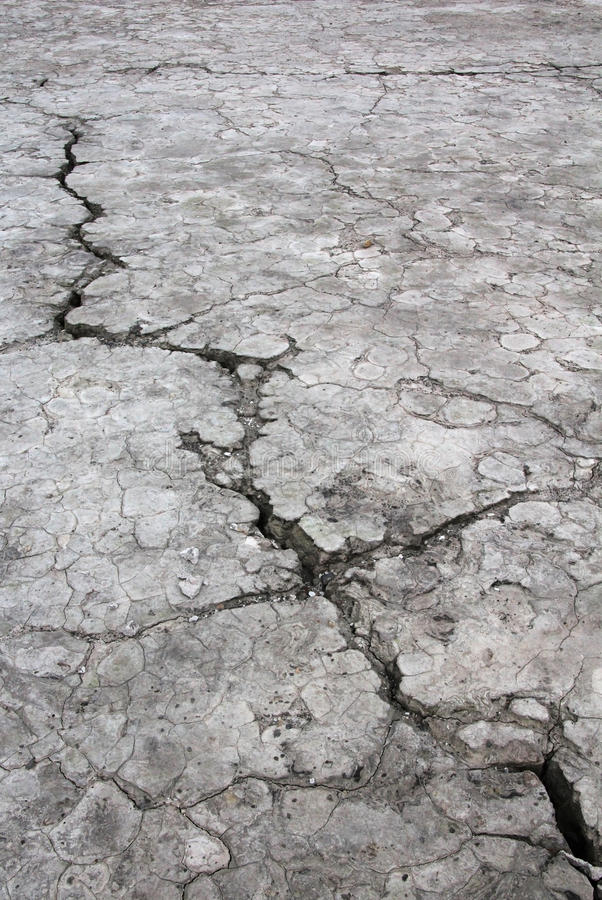 Mettez à la terre la fente, provoquée par sécheresse, le Salvador image libre de droits