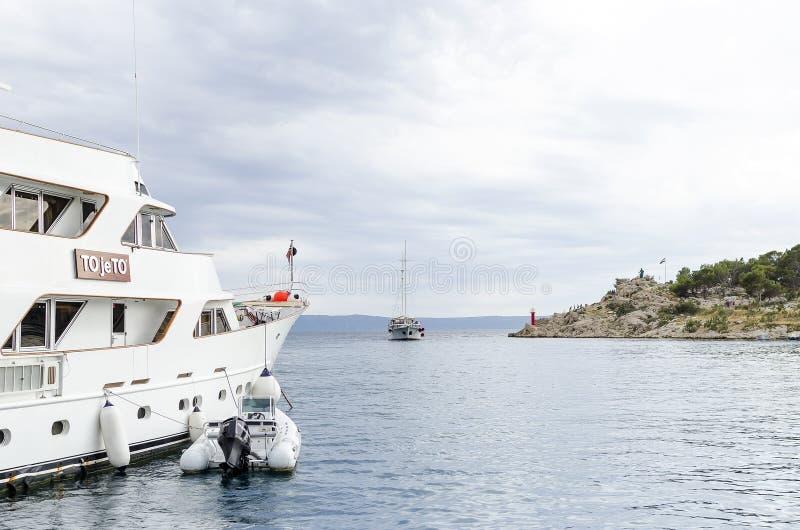 Mettez en communication dans la ville de Makarska, Croatie image libre de droits