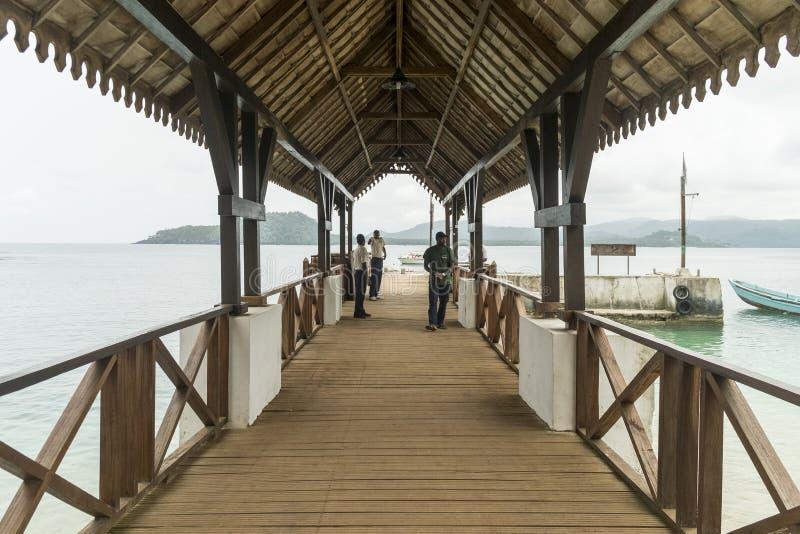 Mettez en communication pour des bateaux sur l'île tropicale du Sao Tomé Afrique photo stock