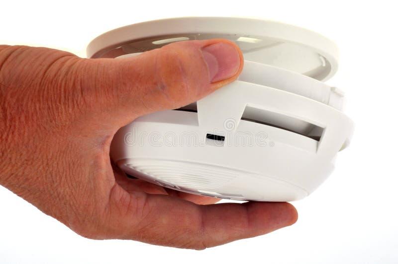 Mettez un détecteur de fumée en plan rapproché photo stock