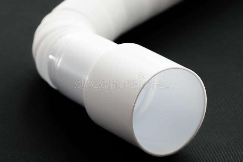 Mettre d'aplomb les tuyaux de plastique de blanc photos libres de droits