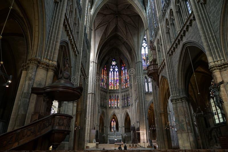 METZ, FRANCE L'EUROPE - 24 SEPTEMBRE : Vue intérieure de cathédrale images libres de droits