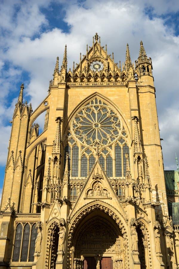 METZ, FRANCIA EUROPA - 24 SETTEMBRE: Vew della cattedrale del san-e fotografia stock libera da diritti
