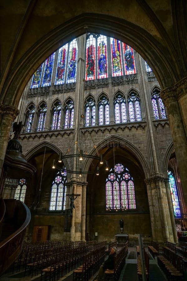 METZ, FRANCIA EUROPA - 24 SETTEMBRE: Vista interna della cattedrale fotografie stock