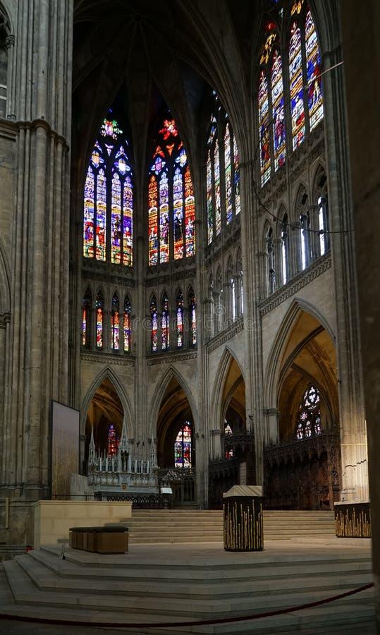 METZ FRANKRIKE EUROPA - SEPTEMBER 24: Inre sikt av domkyrkan arkivbild