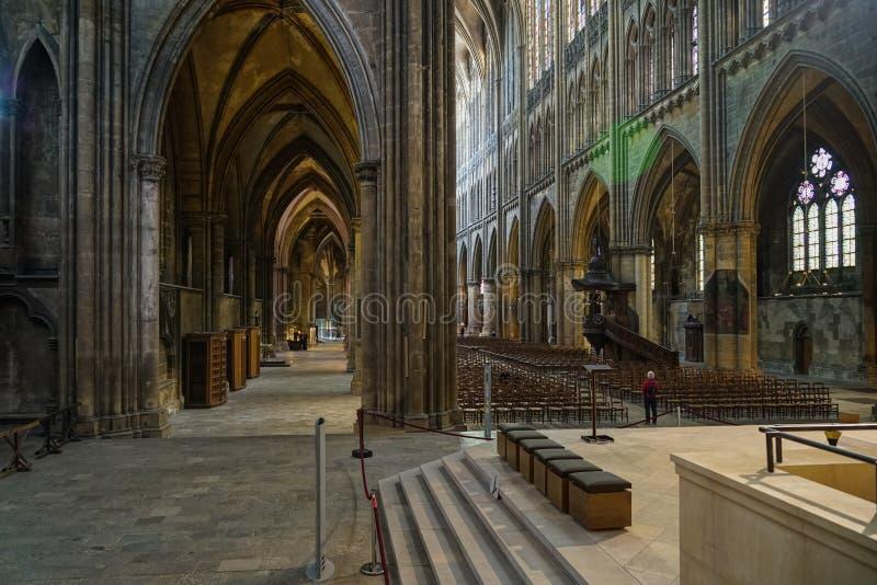 METZ FRANKRIKE EUROPA - SEPTEMBER 24: Inre sikt av domkyrkan arkivbilder