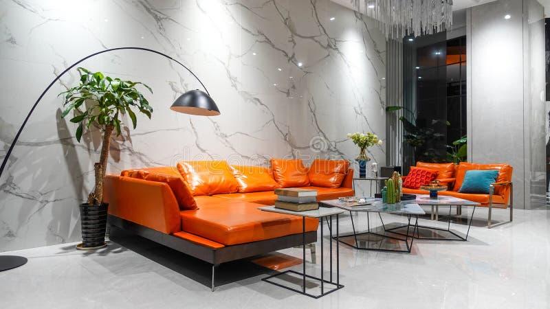 Meubelen Van Moderne Woonkamers In Huis Oranje Lederen Sofa Led Licht Stock Foto Afbeelding Bestaande Uit Ontwerp Elegant 195660212