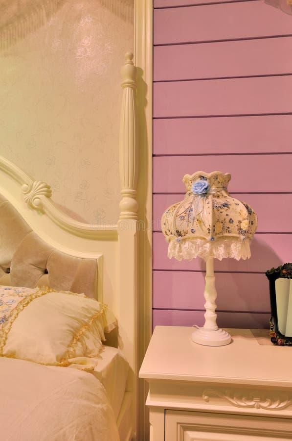 Meubilair in beddegoedruimte stock afbeelding