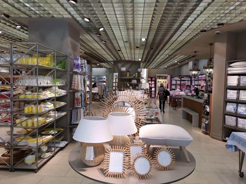 Meubilair, decoratie en huishoudenpunten bij Zara Home Romania-winkel royalty-vrije stock afbeeldingen