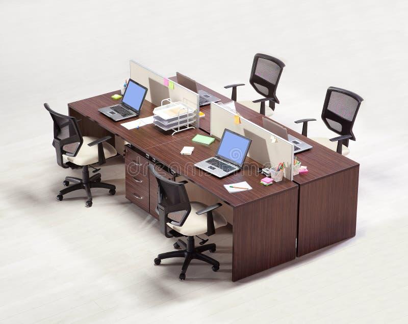 Meubles de bureau sur un fond blanc image stock