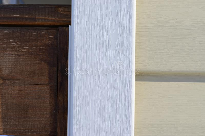 Meubles de dégrossissage de vinyle pour le revêtement de mur extérieur photographie stock libre de droits