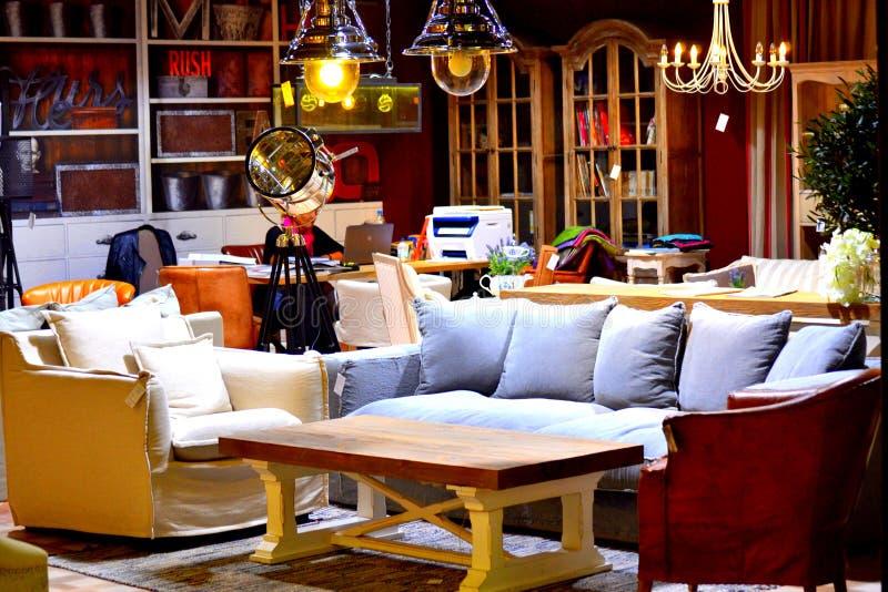 Meubles de luxe contemporains de salon photos stock