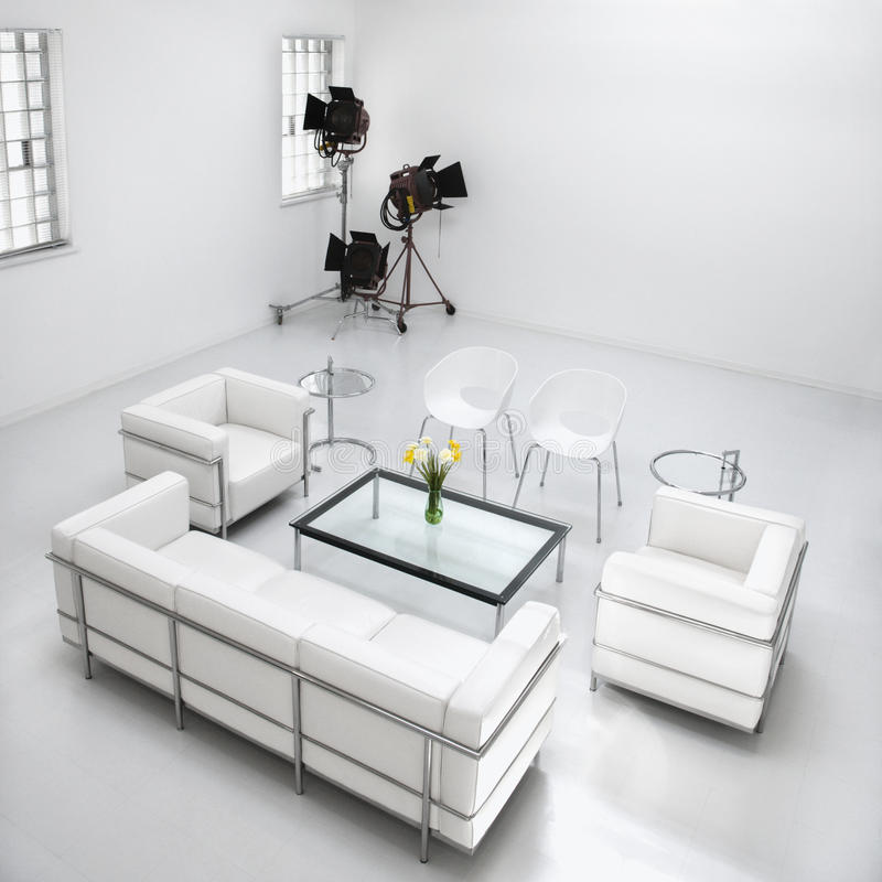Meubles de salle de séjour dans le studio de photographie photo libre de droits