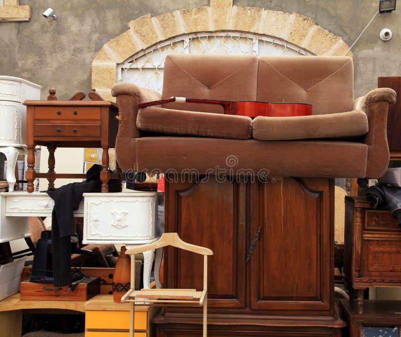 Meubles de vintage et tout autre personnel au secteur de marché aux puces de Jaffa photos stock