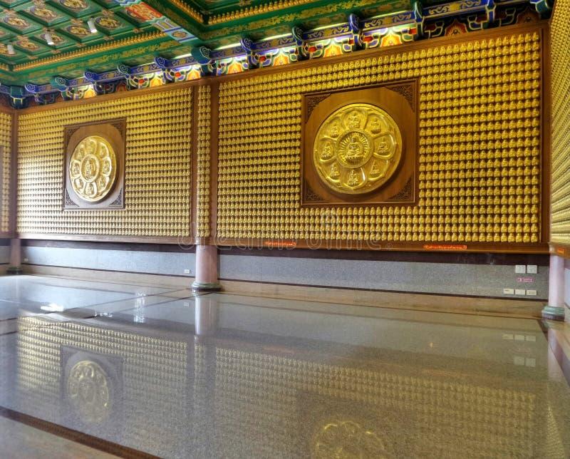 Meun Buddhasukkhavadi Salão com os milhares de imagens pequenas da Buda imagens de stock royalty free