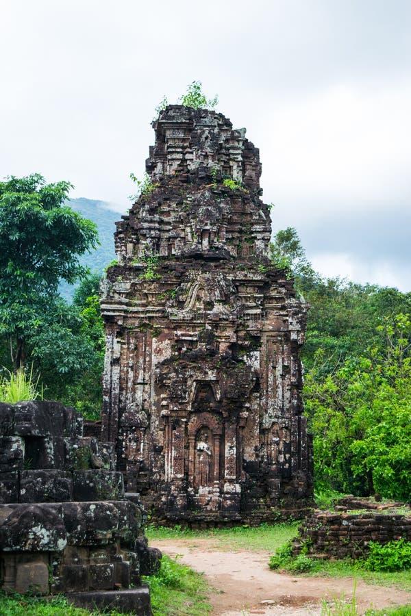 Meus filho, tamples hindu antigos da cultura do homem poderoso em Vietname perto das cidades de Hoi An e Da Nang foto de stock