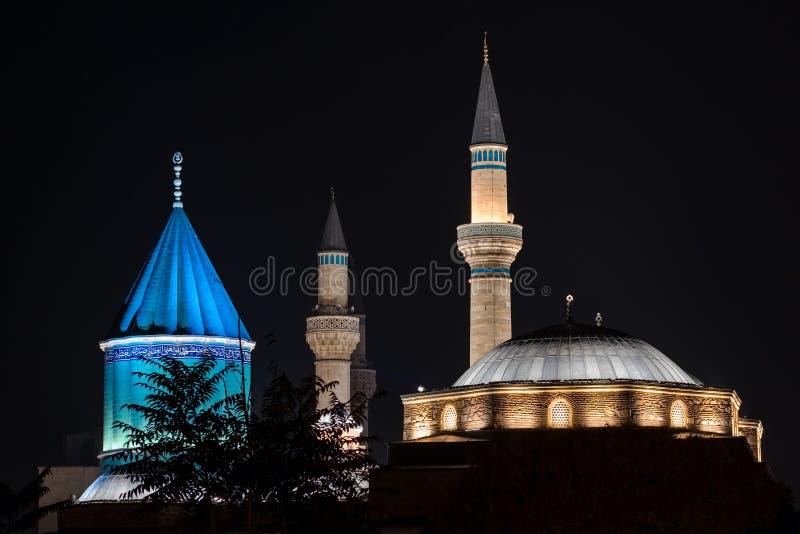 Mevlana museummoské i Konya på natten royaltyfria foton