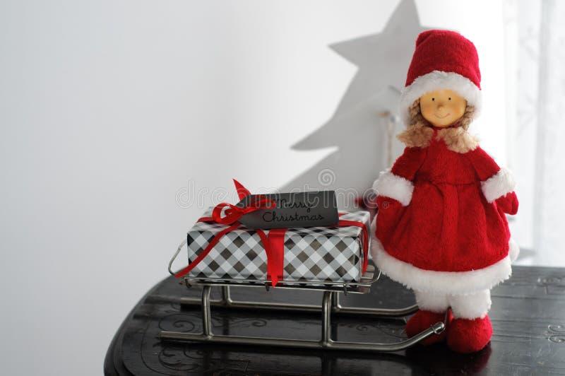 Mevr. Santa Claus Presents Sleigh royalty-vrije stock afbeelding
