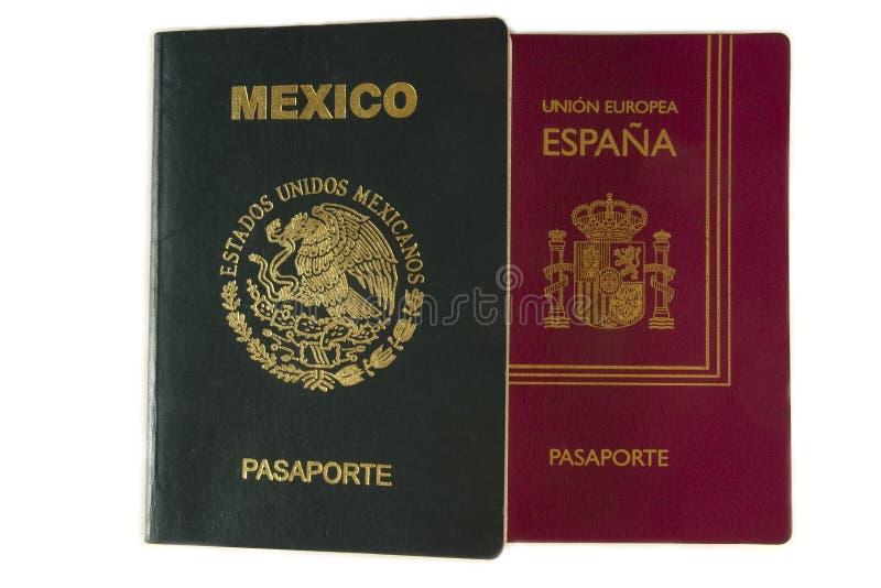 Mexicaans en Spaans paspoort stock afbeeldingen