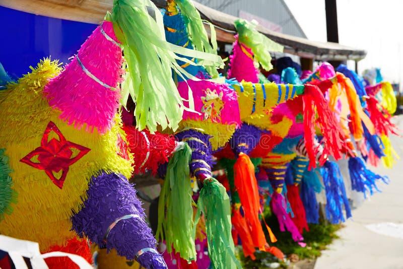 Mexicaans het weefsel kleurrijk document van partijpinatas stock afbeeldingen