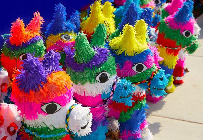 Mexicaans het weefsel kleurrijk document van partijpinatas royalty-vrije stock fotografie