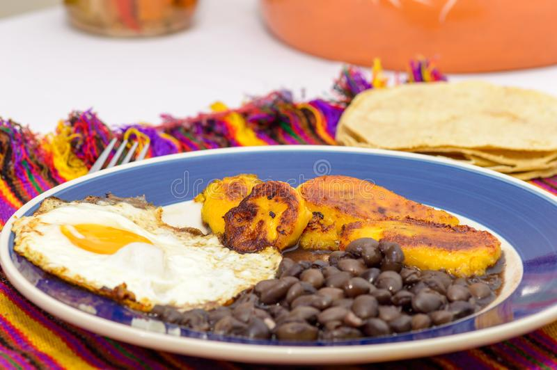 Mexicaans tropisch ontbijt stock foto's