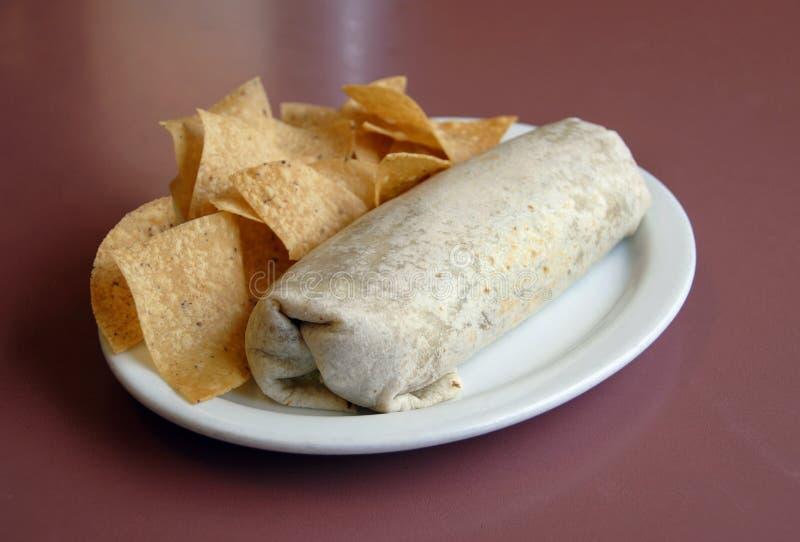 Mexicaans Voedsel - Burrito & spaanders royalty-vrije stock afbeeldingen