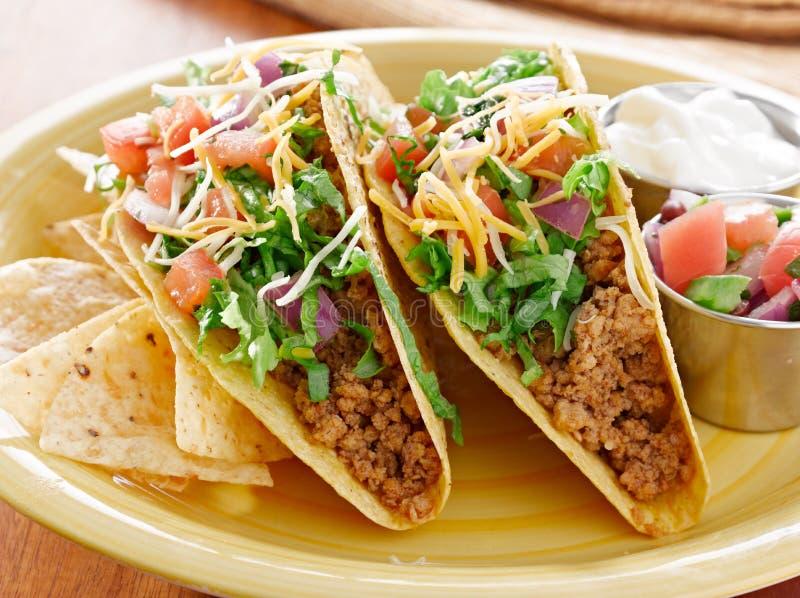 Mexicaans Voedsel - de close-up van twee rundvleestaco's royalty-vrije stock afbeeldingen