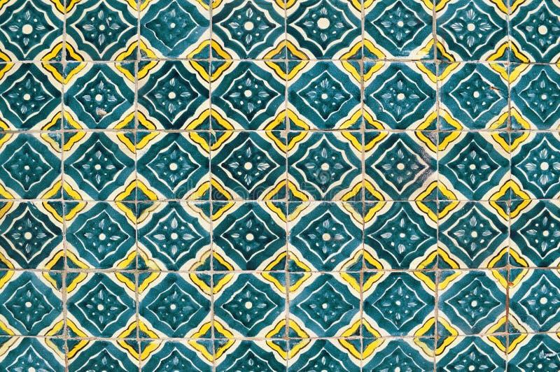 Mexicaanse ceramische mozaïekmuur, oude groene tegels stock fotografie