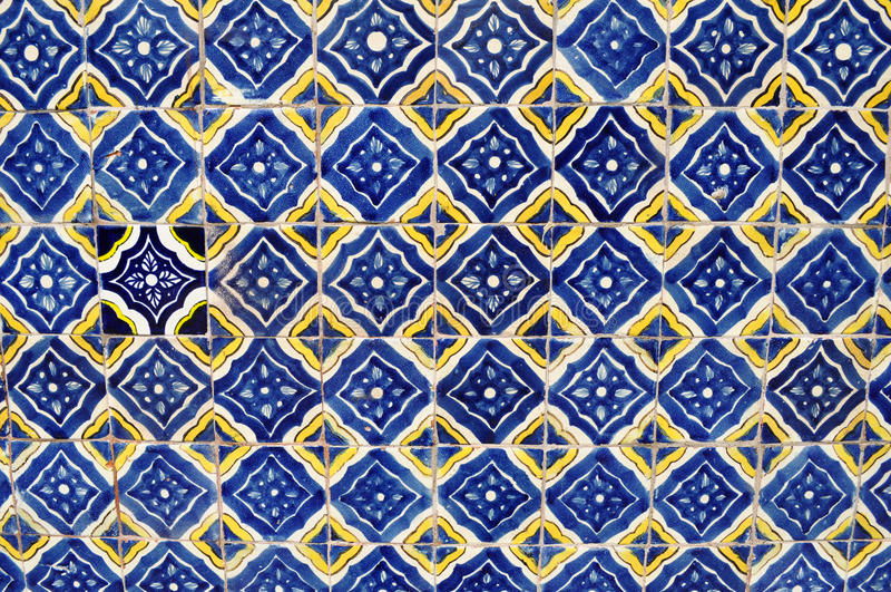 Mexicaanse ceramische mozaïekmuur - tegelachtergrond royalty-vrije stock fotografie