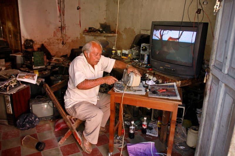 Mexicaanse elektronikareparatiewerkplaats royalty-vrije stock foto's