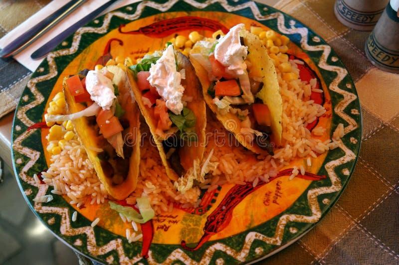 Mexicaanse keuken - nachos met een kant royalty-vrije stock fotografie