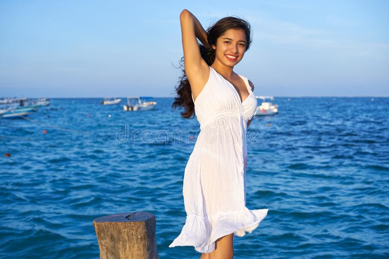 Mexicaanse Latijnse vrouw in Riviera Maya stock foto's
