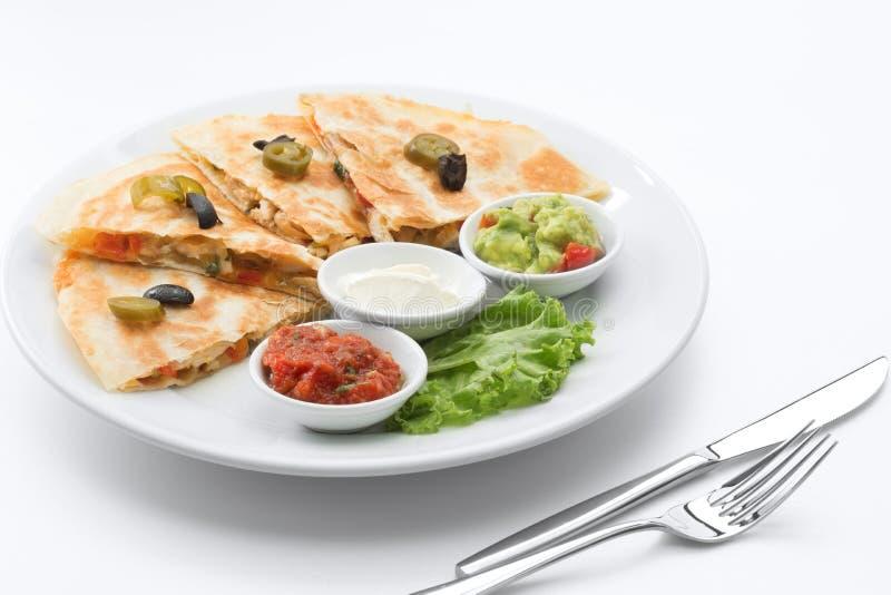 Mexicaanse quesadilla op witte rug royalty-vrije stock afbeelding