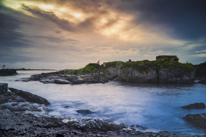 Mexicaanse ruïnes met een dramatische hemel royalty-vrije stock foto