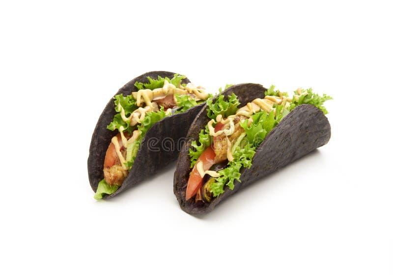 Mexicaanse taco's met kip en verse groenten stock afbeeldingen