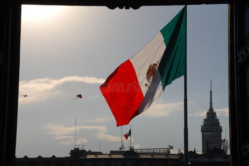 Mexicaanse vlag in Zócalo in Mexico-City royalty-vrije stock fotografie