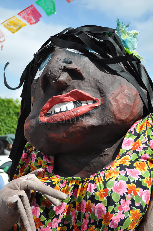 Mexicaanse vrouwenpinata - Latijns-Amerikaanse tradities stock afbeeldingen