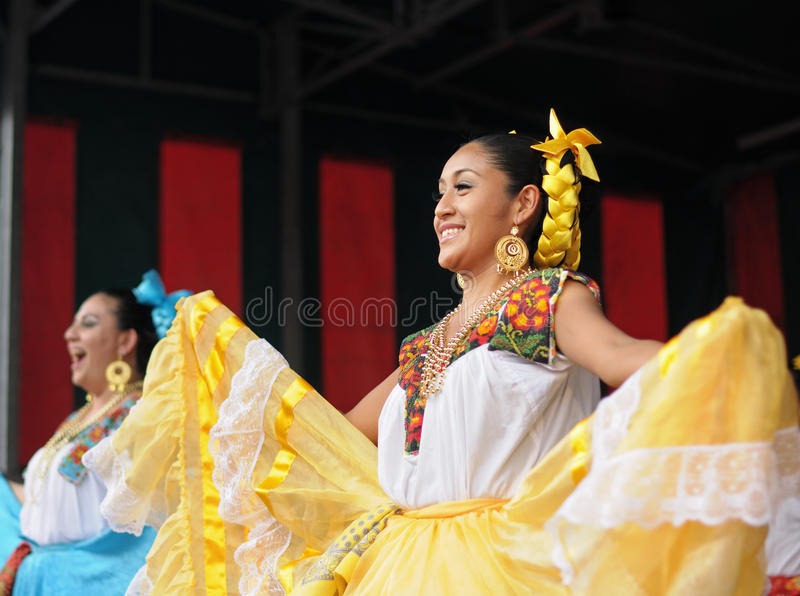 Download Mexican Folkloric Dancer Editorial Stock Photo - Image: 31378738