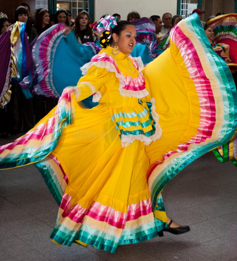 Download Mexican Folkloric Dancers editorial photography. Image of bowl - 17571082