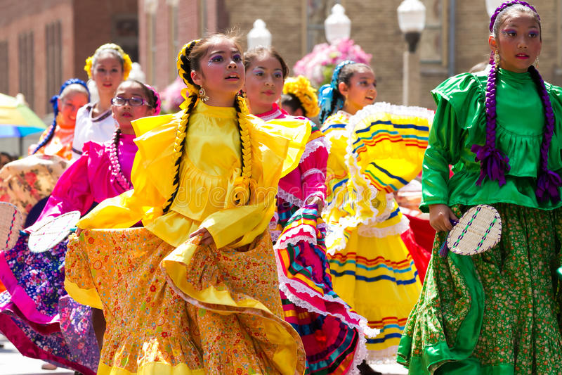 Mexicanen kleedden zich typisch royalty-vrije stock foto