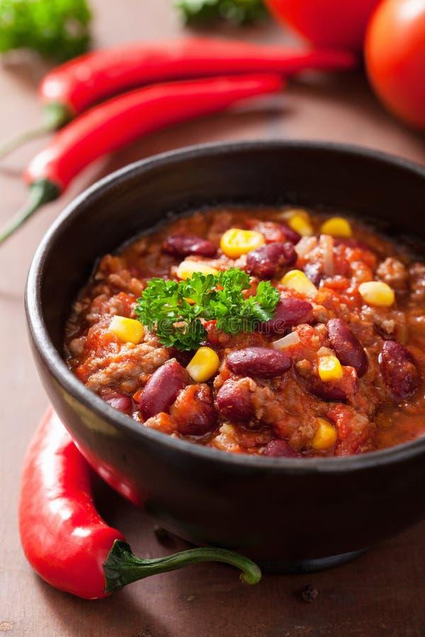 Mexicano chili con carne con los ingredientes imagen de archivo