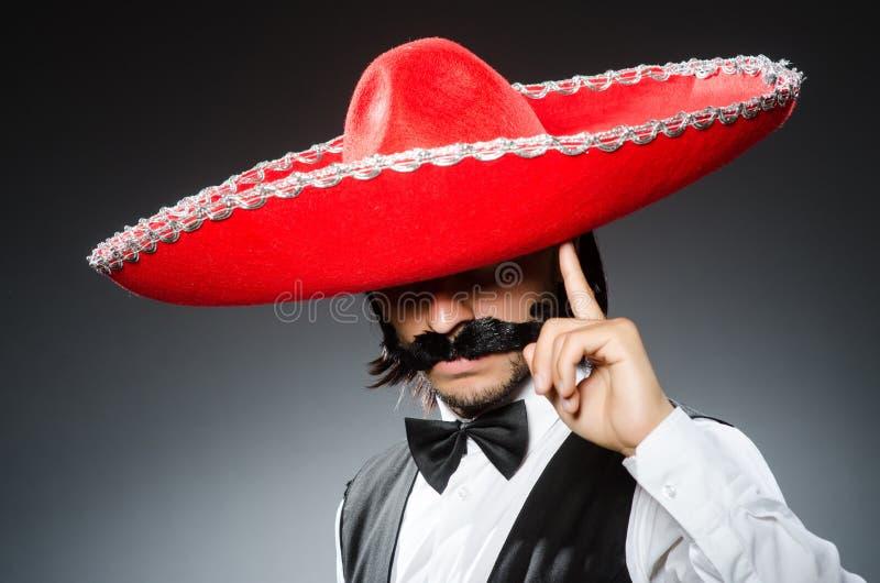 Mexicano divertido con el sombrero imagenes de archivo