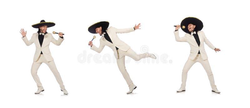 Mexicano divertido en el traje que sostiene maracas en blanco fotografía de archivo