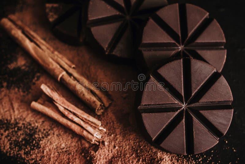 Mexicano do chocolate, varas de canela e chocolate mexicano de oaxaca México em de madeira no estilo rústico imagem de stock royalty free