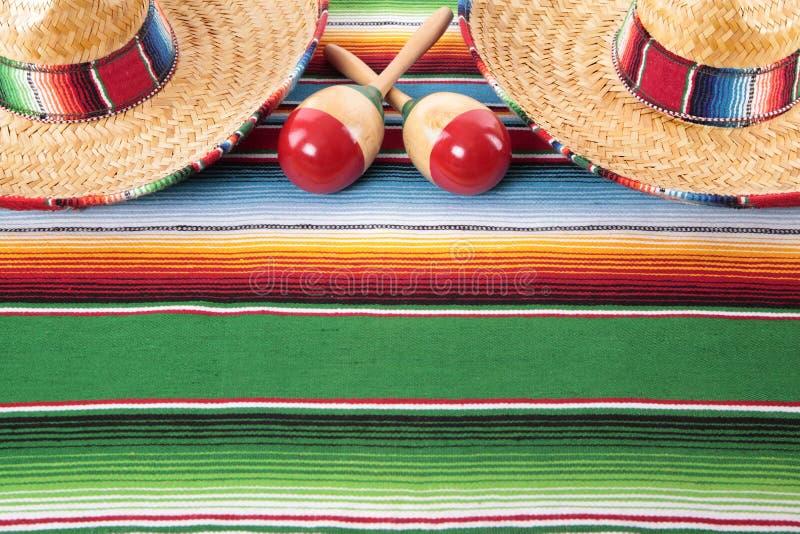 Mexicansk filt med två sombrero royaltyfria foton