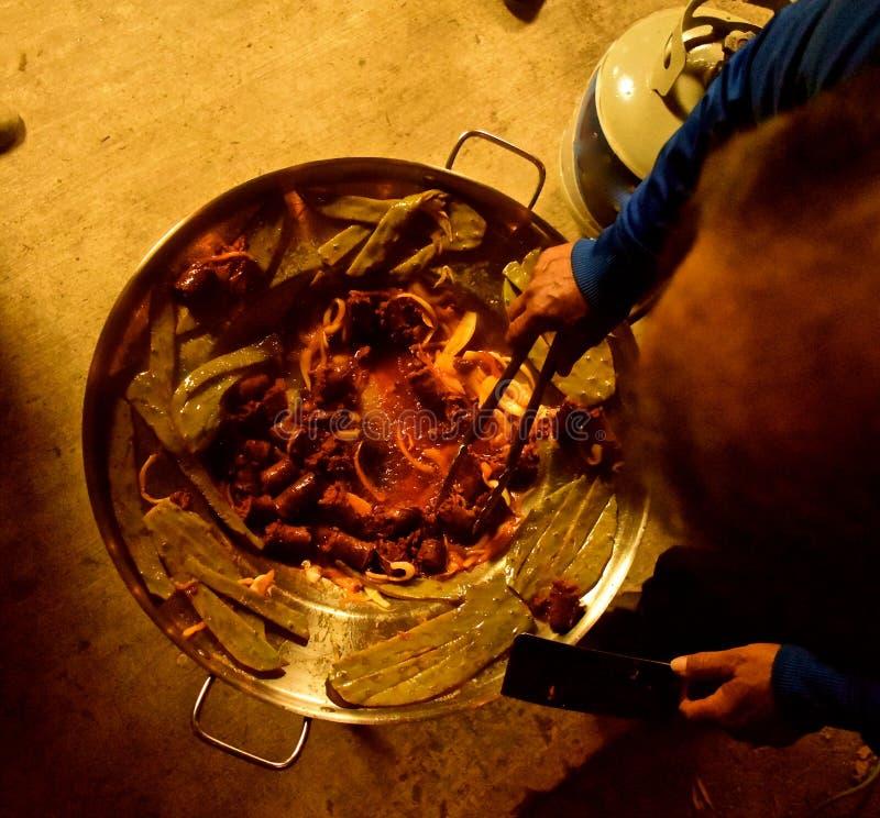 Mexicansk matlagning på det Comal arkivfoto